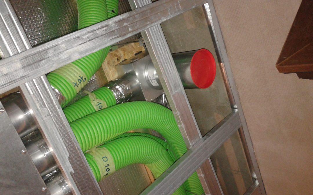 Plastové potrubie je zlé! Kričí predajca kovových potrubí